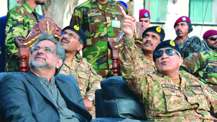 PM, COAS visit SSG HQs, lay floral wreath on martyrs' graves