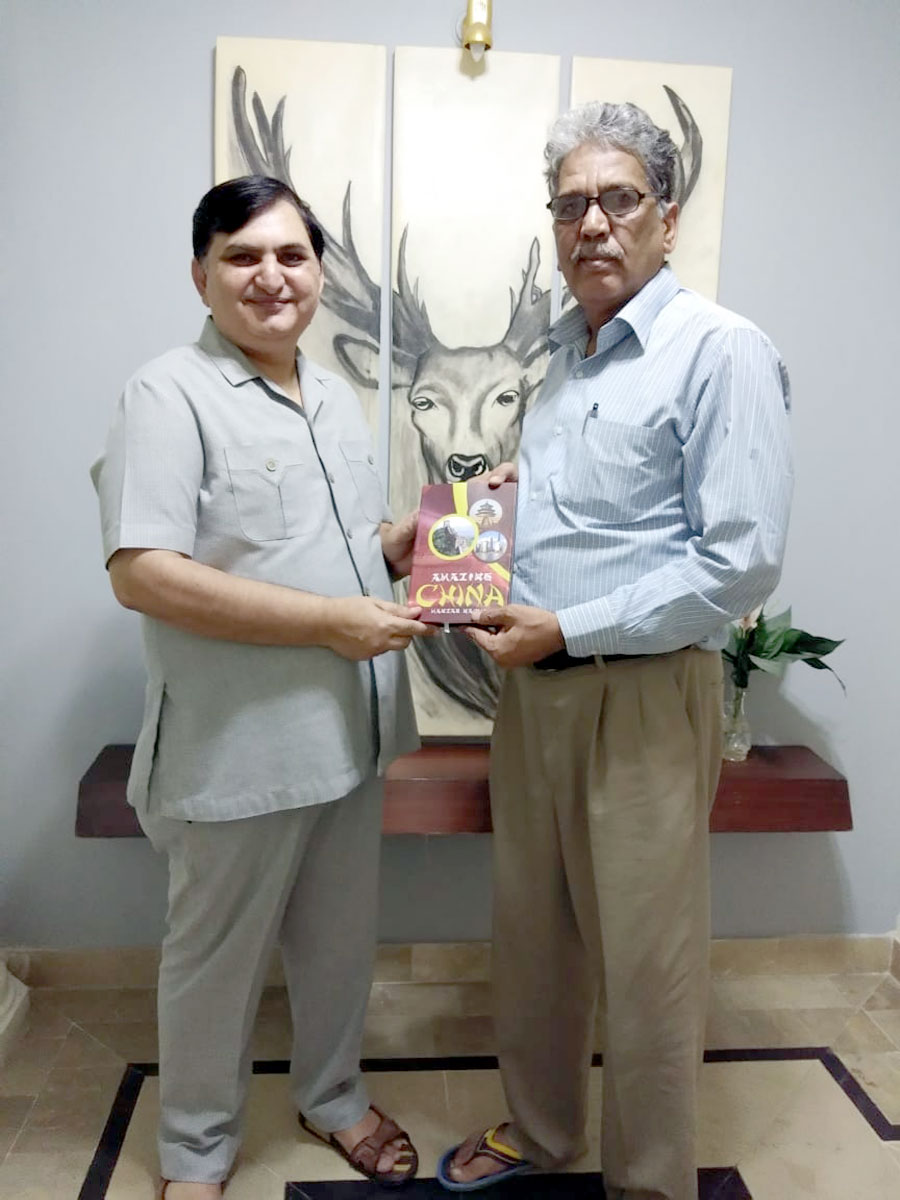 KARACHI: Manzar Naqvi presenting his newly launched 2nd book on China entitled 'Amazing China' to Zaheer Quindeel, Head of Urdu Department