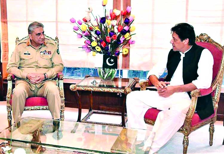 COAS, ISI chief call on Imran to discuss security, regional stability